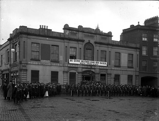 Irish_Citizen_Army_Group_Liberty_Hall_Dublin_1914