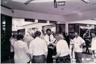 Nella foto: Gerry Adams al matrimonio del fratello Liam, nel 1991