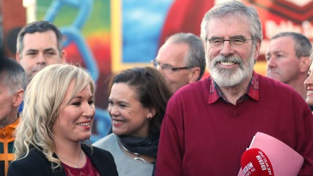Michelle O'Neill e Gerry Adams